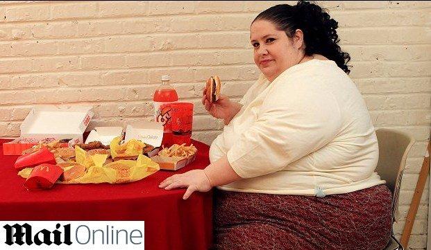 Mujer gorda usando consolador